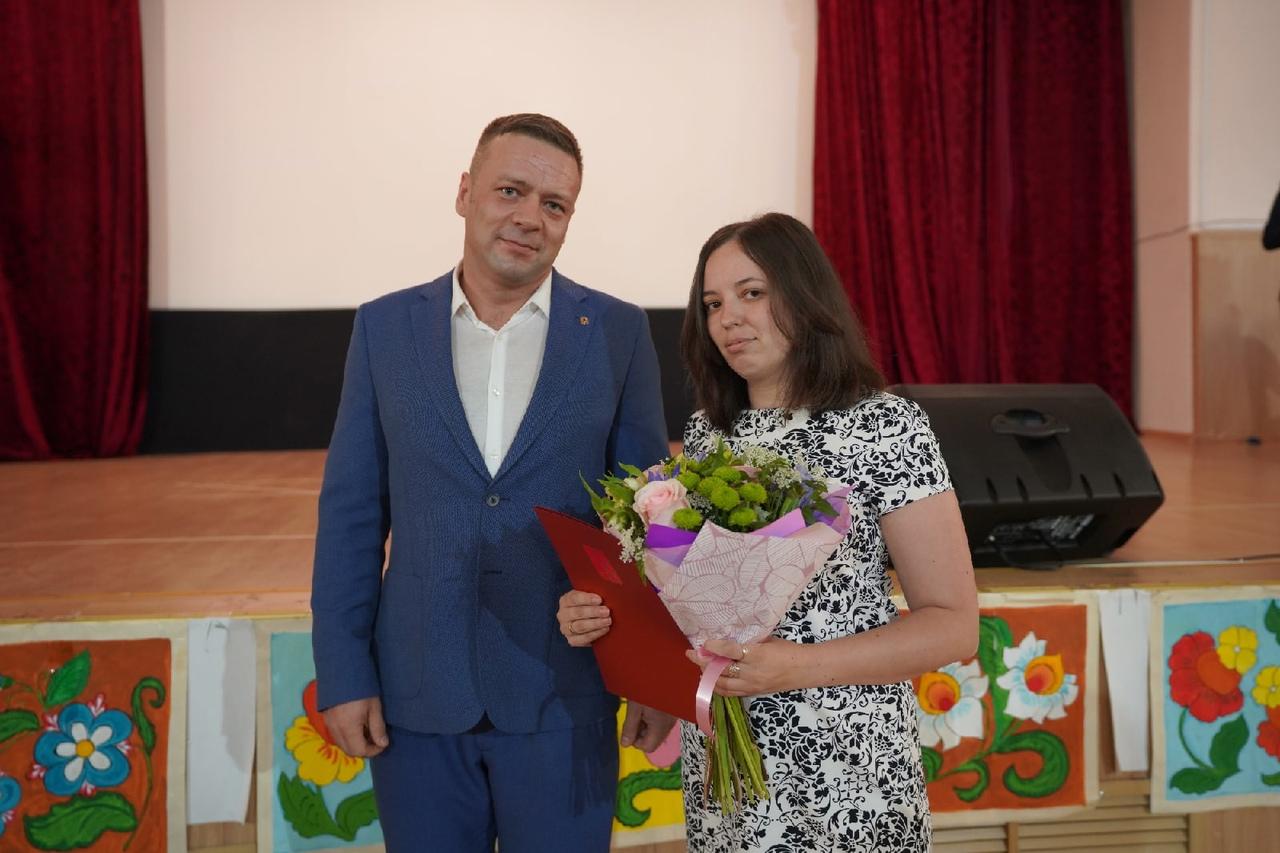 8 июня руководители органов местного самоуправления МО г.Красное Село поздравили сотрудников Психоневрологического интерната № 9 с профессиональным праздником.
